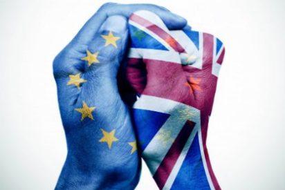 Oleada de dimisiones en Reino Unido: Caen la libra, las bolsas y los bancos