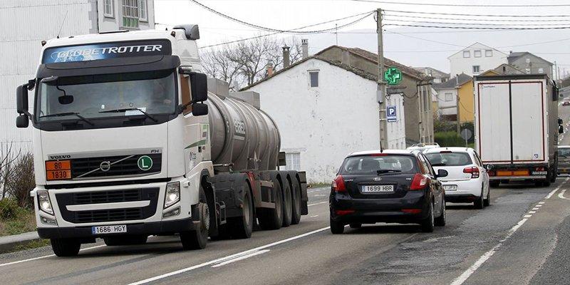La DGT cuenta con camiones camuflados para pillar a los conductores que usan el móvil al volante