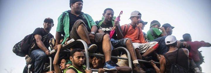 La caravana de inmigrantes deja la Ciudad de México rumbo a EE.UU.