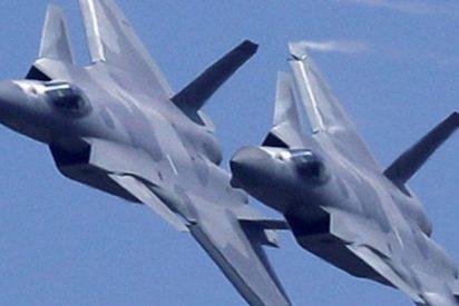 Estos cazas chinos J-20 muestran sus misiles