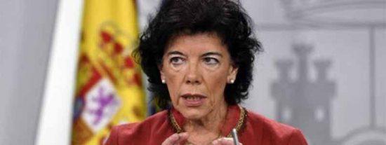 La sonrojante ley por 'collons' de Celaá: luz verde a Cataluña para sacar el castellano de las aulas