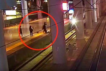Se tira a las vias del tren para dar un susto a su novio tras una discusión