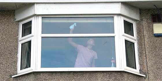 """""""Dinos lo que ves"""": La pregunta que hace la Policía británica acerca de una foto que esconde una respuesta siniestra"""