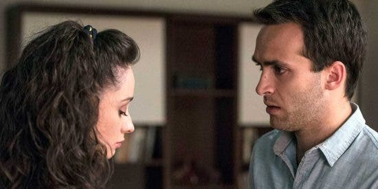 'Cuéntame cómo pasó' dice adiós a Carlos y Karina en su último capítulo de la temporada