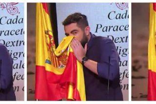 Dani Mateo se limpia los mocos con la bandera española para que Ferreras, Bardají y González se hagan más ricos
