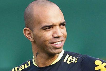 Este futbolista brasileño podría ir a la cárcel 3 años por rascarse la cabeza mientras sonaba el himno de China