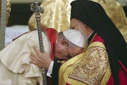 """El Papa, al Patriarca Ecuménico: """"Unidos damos respuestas más efectivas"""""""