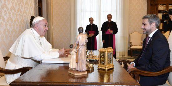 """El Papa se muestra """"muy contento"""" por los """"sentimientos nobles""""patrióticos del hijo del presidente paraguayo"""