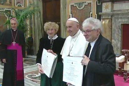 """El Papa entrega los Premios Ratzinger: """"Teólogos y arquitectos nos ayudan a levantar la cabeza hacia Dios"""""""