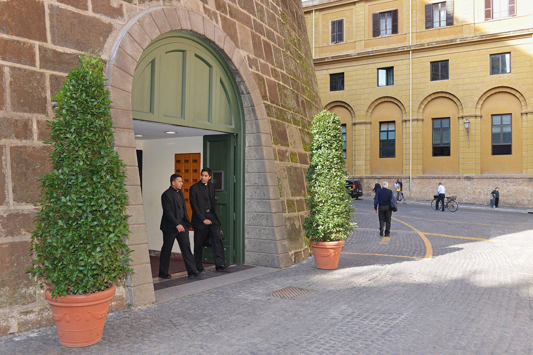 Registran la Secretaría de Estado del Vaticano tras varias denuncias sobre sus finanzas