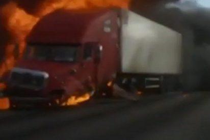 Este camión se incendia tras un aparatoso choque