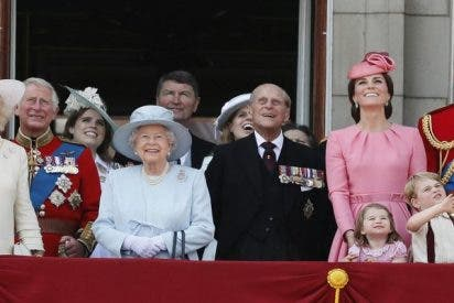 ¿Sabes por qué la familia real británica se pesa antes y después de la cena de Navidad?