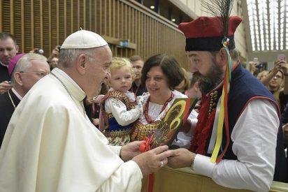 """El Papa alaba la """"noble cultura y espiritualidad"""" de los polacos"""