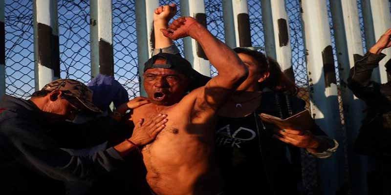México y EEUU se preparan para un salto masivo de la caravana de migrantes en la valla fronteriza