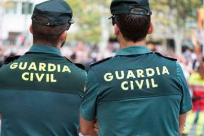 La respuesta de la Guardia Civil a un desnortado separatista que los puso verdes en Twitter