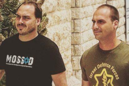 Así es la foto viral de los hijos de Bolsonaro con camisetas del Mossad y el Ejército israelí