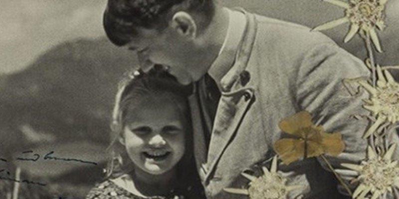 """""""La hija de Hitler"""": EE.UU. subasta esta inquietante foto del fuhrer abrazando a una niña judía"""