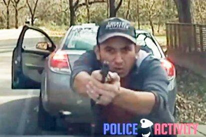Espeluznante tiroteo entre un hombre y la policia tras ser dado el alto por una infracción de trafico
