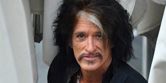 Hospitalizan a Joe Perry, el guitarrista de Aerosmith tras colapsar en un concierto