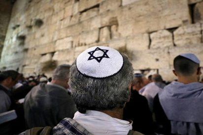 Una serpiente sale del Muro de los Lamentaciones y los fieles creen que es un mal presagio