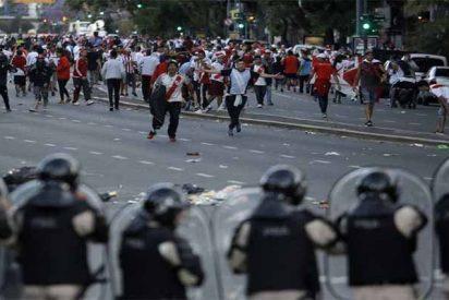 La violencia salvaje de los hinchas obliga a aplazar la final de la Copa Libertadores