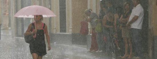 Un frente de tormentas y lluvias ponen en riesgo a una decena de provincias del este peninsular