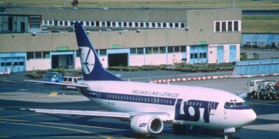 Parece un chiste: los pasajeros de una aerolínea polaca pagan la reparación del avión para poder volar
