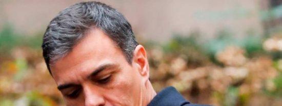 El empurado Sánchez pierde los papeles y la vergüenza en Gibraltar