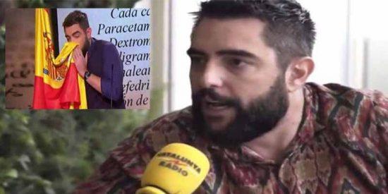 El mamarracho Dani Mateo amenaza con irse de España si no le dejan sonarse los mocos con la bandera española