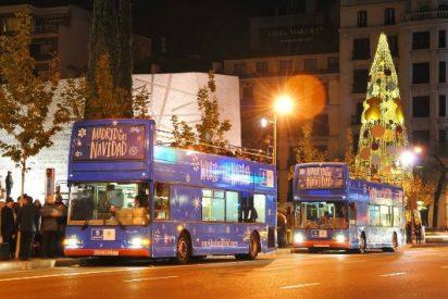 Los autobuses de Navidad de Carmena que circulan por el centro desbordan elementos contaminantes