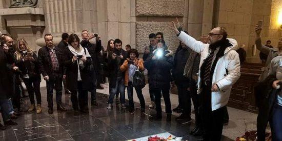 Centenares de personas acuden a una misa franquista en el Valle de los Caídos
