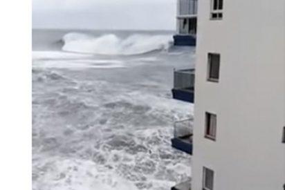 Una ola gigante destroza dos balcones en Tenerife