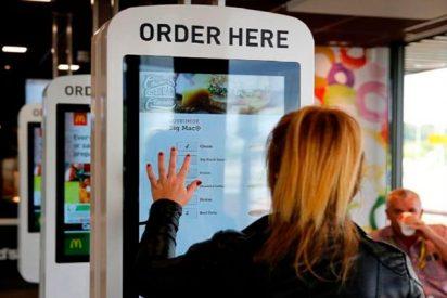 Encuentran heces en todas las pantallas táctiles de McDonald's