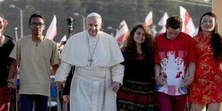 """El Papa, a los jóvenes: """"La revolución del servicio puede desbaratar los grandes poderes del mundo"""""""