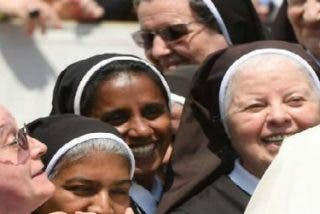"""El Papa invita a la CONFER a """"estar y acompañar a los que sufren"""""""