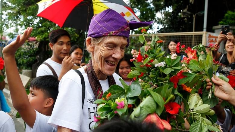 La monja 'anti-Duterte' abandona Filipinas