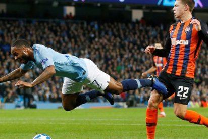 La redes se burlan de este surrealista penalti regalado al Manchester City en la Champions