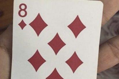 Seguro que llevas toda la vida viendo esta carta de póker y nunca te habías fijado en este detalle