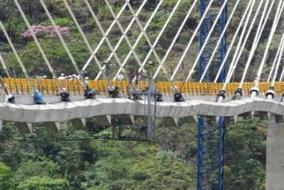 """Iba a ser el puente más elevado de Sudamérica, pero se encogió misteriosamente """"parece un acordeon"""""""