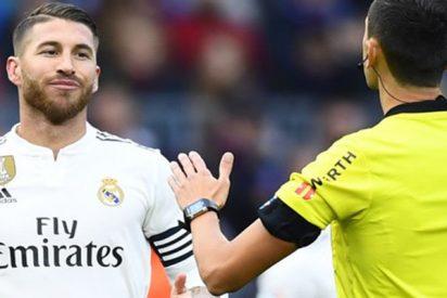 ¿Fútbol o Karate?: Sergio Ramos le volvió a dar un codazo a un contrario