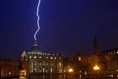 """Jorge Costadoat: """"El uso de la palabra Iglesia está llevando a los católicos al suicidio"""""""