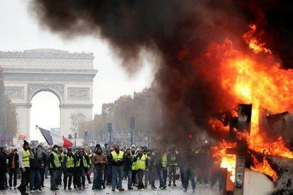 Así reprimen en París las protestas contra el alza de precios del combustible