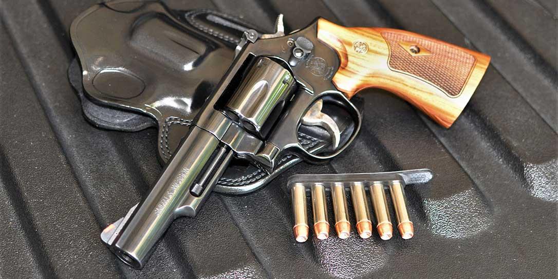 Una empresa de EEUU reparte revólveres a sus empleados como regalo de Navidad