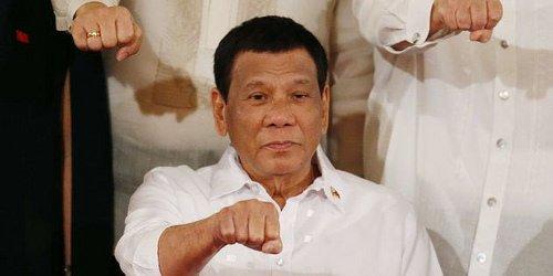 """El presidente de Filipinas llama """"idiotas"""" a los sacerdotes y """"estúpido"""" al dios católico"""