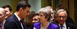 El ridículo de Pedro Sánchez ante Theresa May y su venganza por Gibraltar