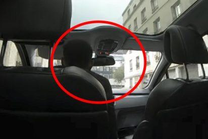 Este taxista encierra en el coche a unos turistas que no se dejaban extorsionar y circula por París a todo gas