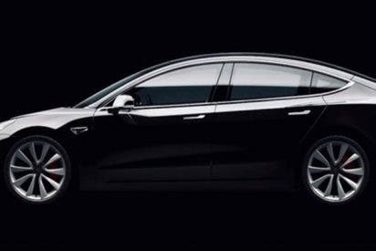 Tesla actualizará los sistemas y sus vehículos encontrarán donde aparcar por sí mismos