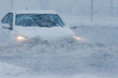 Así es la fuerte tormenta de nieve que ha provocado el caos en carreteras y aeropuertos de EE.UU