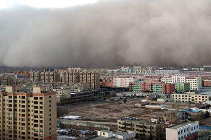 Mira como esta tormenta de arena 'se traga' una ciudad china en cuestión de minutos