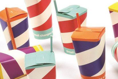 Así es el vaso inventado en España que junta tapa y pajita en uno para combatir la contaminación por plásticos